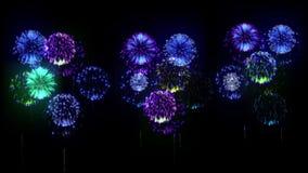 exhibición de los firewoks 4K fireckrackers coloridos en la noche del día de fiesta versión 4 ilustración del vector