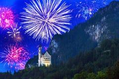 Exhibición de los fuegos artificiales del Año Nuevo en las montañas bávaras Fotografía de archivo