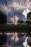 Exhibición de los fuegos artificiales del campo de golf Fotos de archivo libres de regalías