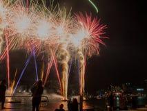 Exhibición de los fuegos artificiales del día de Austrlia Imágenes de archivo libres de regalías