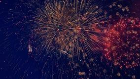 Exhibición de los fuegos artificiales de la celebración en el cielo metrajes