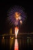 Exhibición del fuego artificial en Chao Phraya River Fotografía de archivo libre de regalías
