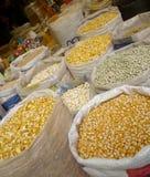 Exhibición del grano en el mercado Foto de archivo libre de regalías