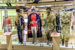 Exhibición del uniforme militar en el museo nacional Londres del ejército Imagen de archivo libre de regalías