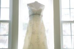 Exhibición del vestido de boda imagenes de archivo