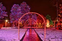 Exhibición festiva de la Navidad del pueblo imagen de archivo libre de regalías