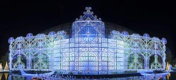 Exhibición hermosa de la iluminación de la Navidad Fotografía de archivo libre de regalías