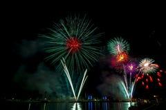 Exhibición hermosa del fuego artificial por la Feliz Año Nuevo 2016 de la celebración, Imagen de archivo