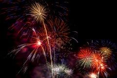 Exhibición hermosa del fuego artificial por la Feliz Año Nuevo 2016 de la celebración, Foto de archivo libre de regalías