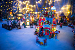 Exhibición miniatura del pueblo de la Navidad Imagen de archivo libre de regalías
