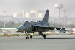 Exhibición que vuela y demostración aeroacrobacia del indio HAL Tejas en Bahrein Imagenes de archivo