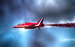 Exhibición roja de las flechas en Farnborough Reino Unido Imagenes de archivo