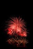 exhibición roja hermosa de los fuegos artificiales por la Feliz Año Nuevo a de la celebración Imágenes de archivo libres de regalías