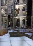Exhibición y ropa de la tienda de la moda fotografía de archivo libre de regalías