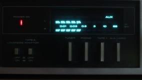 Exhibici?n de la consola de mezcla de DJ metrajes