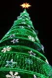 Exhibici?n decorativa de las luces de la Navidad del invierno del ?rbol de navidad fotos de archivo libres de regalías