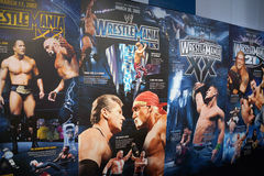 Exhibición de los carteles de Wrestlemania que se extienden de Wrestlemania 18-21 Fotografía de archivo