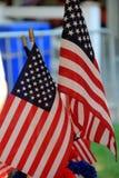 Exhibición de pequeñas banderas americanas Imagen de archivo libre de regalías