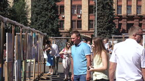 Exhibition of paintings in the street. Dnepropetrovsk SEPTEMBER 11, 2016: Exhibition of paintings in the street on City Day in Dnepropetrovsk, September 11, 2016 stock video