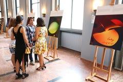 Exhibitionn imaginaire au foyer de Sala Radio, festival de George Enescu photos stock