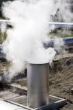 Exhuast Rohr mit Dampf stockbilder