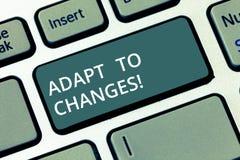 A exibição conceptual da escrita da mão adapta-se às mudanças Adaptação inovativa das mudanças do texto da foto do negócio com te imagens de stock