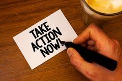 A exibição conceptual da escrita da mão toma a chamada inspirador da ação agora O começo urgente do movimento do texto da foto do imagem de stock royalty free