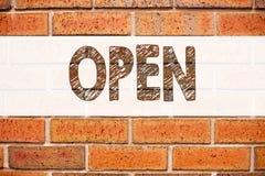 Exibição conceptual da inspiração do subtítulo do texto do anúncio aberta Conceito do negócio para a abertura da loja escrita no  fotos de stock