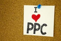 Exibição da inspiração do subtítulo do texto da escrita da mão eu amo o PPC - pague pelo Internet SEO Money Loving do significado Fotos de Stock