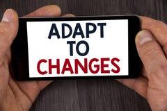 A exibição da nota da escrita adapta-se às mudanças Foto do negócio que apresenta a adaptação inovativa das mudanças com a evoluç fotos de stock royalty free