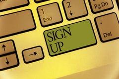A exibição da nota da escrita assina acima Uso apresentando da foto do negócio sua informação registrar-se na faculdade da equipe fotografia de stock