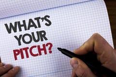 Exibição da nota da escrita o que é sua pergunta do passo Proposta atual apresentando da foto do negócio que introduz o writt do  Imagem de Stock Royalty Free