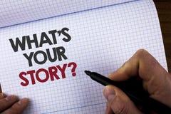Exibição da nota da escrita o que é sua pergunta da história Foto do negócio que apresenta dizendo o writte pessoal da narração d foto de stock