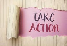 A exibição da nota da escrita toma a ação Objetivo futuro apresentando do objetivo da atividade do procedimento das ações da estr Foto de Stock