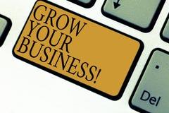 A exibição do sinal do texto cresce seu negócio Foto conceptual para melhorar seu trabalho para ampliar o teclado superado empres foto de stock royalty free