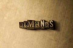 EXIGENCES - plan rapproché de mot composé par vintage sale sur le contexte en métal Photographie stock libre de droits