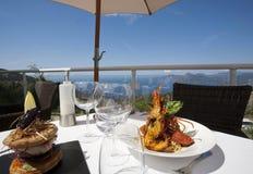 Exklusiv lunch nära havet arkivbild
