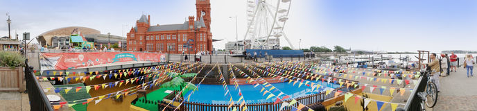 EXKLUSIV - Panorama von Cardiff-Docks stockfotografie