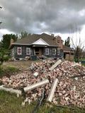 Exklusiva hus som flyttar sig, når att ha översvämmat royaltyfria foton