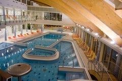 Exklusiver Swimmingpool Stockfotos
