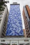 Exklusives Gebäude (Cláudio Tozzi Mural) - Brasilien Stockfoto