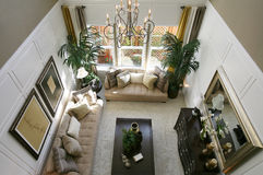 exklusivt home vardagsrum royaltyfria foton