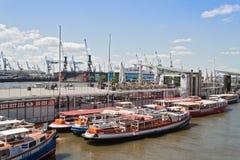 Exkursionsboote in Hamburg-St. Pauli Stockfotos