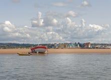 Exmouth devon: lågvatten på stranden Moln royaltyfri bild