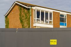 Exmouth, Devon, R-U - 18 avril 2017 : Barrière autour d'une maison Photos libres de droits