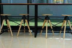 exonere el vientre la silla en centro de la comida del restaurante de la cafetería de la cafetería del café imagen de archivo libre de regalías