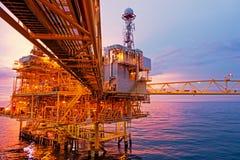 exororation的近海建筑平台和生产上油 免版税库存图片