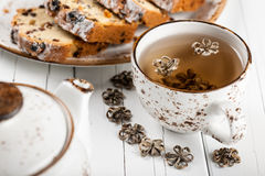 Exotic tea and cake Royalty Free Stock Images