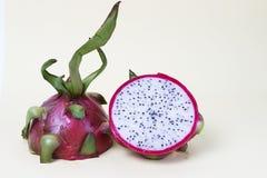 Exotisch draakfruit op een gele achtergrond, close-up, het concept van het gewichtsverlies royalty-vrije stock foto's