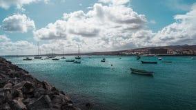 Exotisch strand naast een haven op één van de Canarische Eilanden stock afbeeldingen